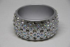 Armband, hårt, silvrigt med glittriga pärlor