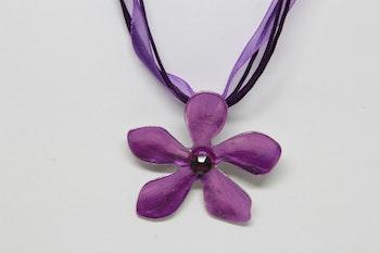 Halsband, lila blomma
