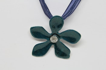 Halsband grön blomma