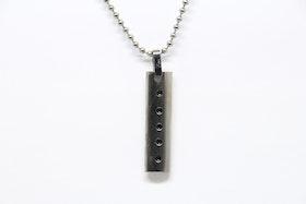 Halsband, silverfärgat med hängsmycke