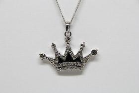 Halsband med krona som hängsmycke