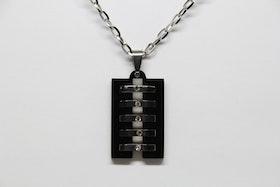 Halsband, hängsmycke i svart och silver