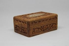 Smyckeskrin snidat trä