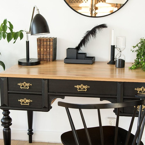 Svart antikt skrivbord