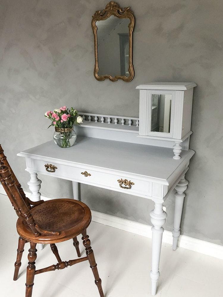 Ljusgrått skrivbord, jugend med spegel