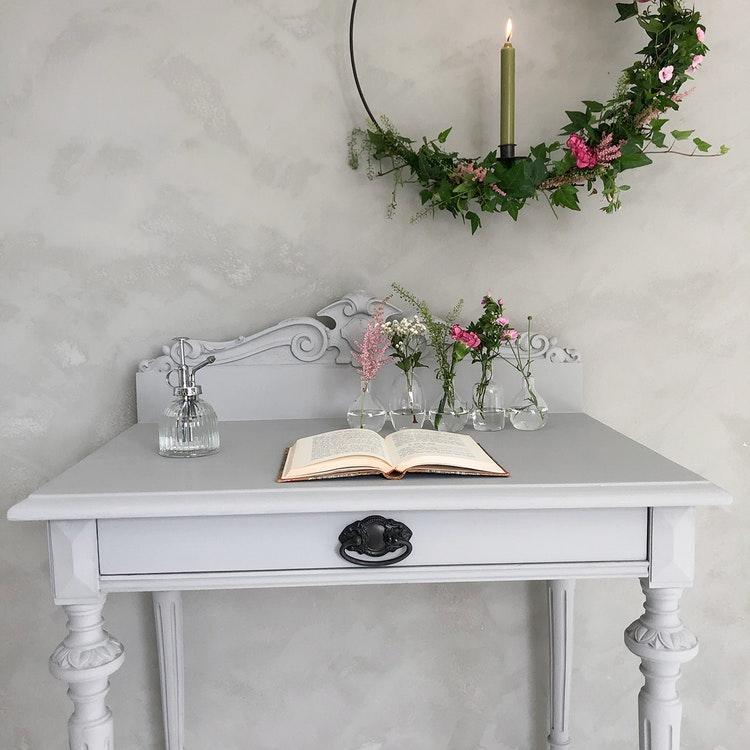 Litet antikt skrivbord