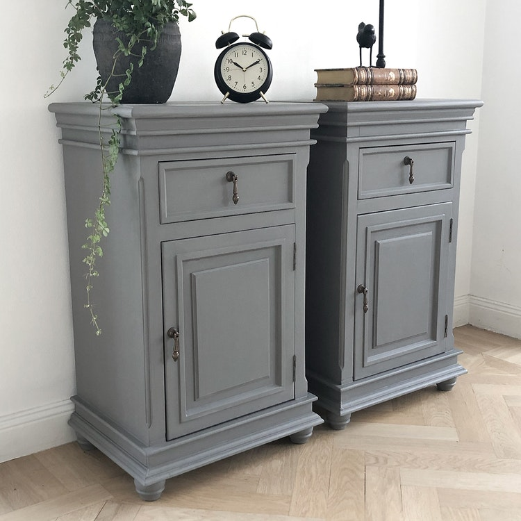 Antika sängbord i grått Vit Magnolia
