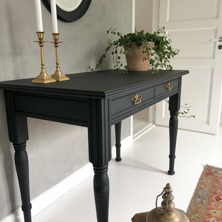 Svart antikt skrivbord Vit Magnolia