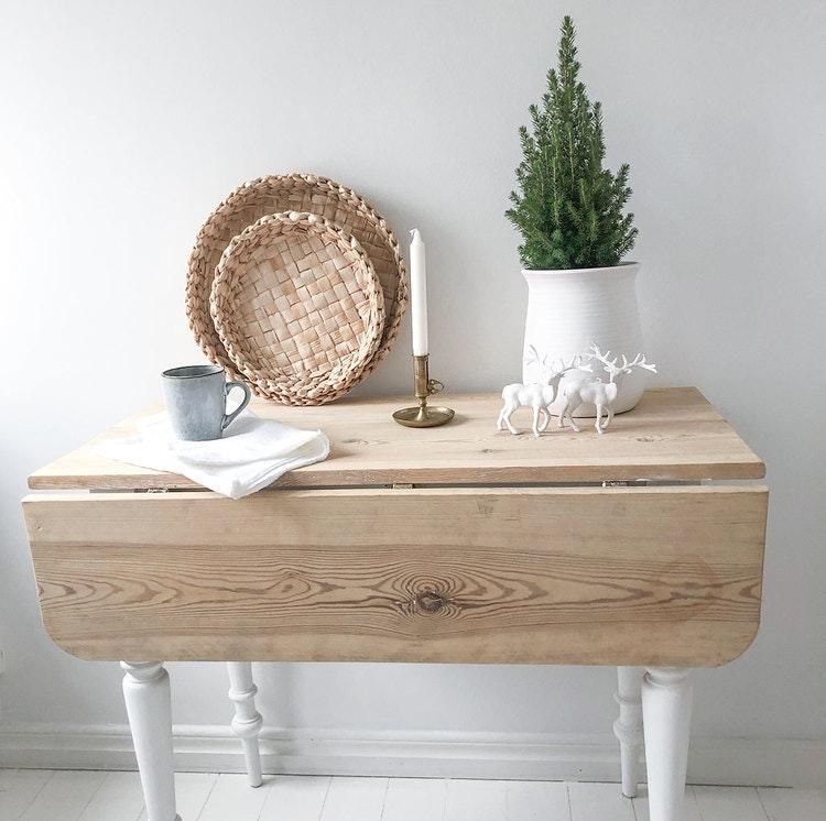 Antikt klaffbord med vita ben