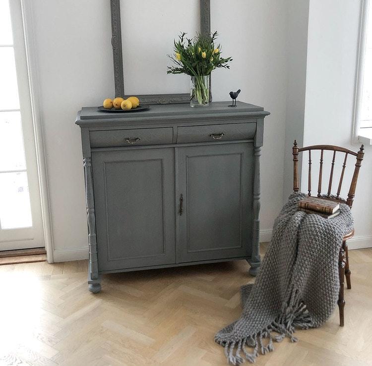 Antik grå skänk