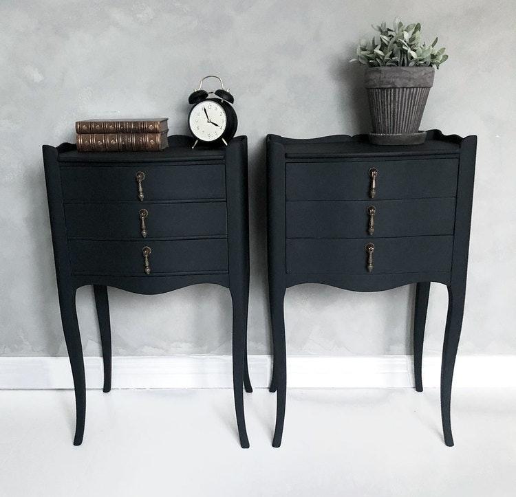 Svarta sängbord i rokokostil