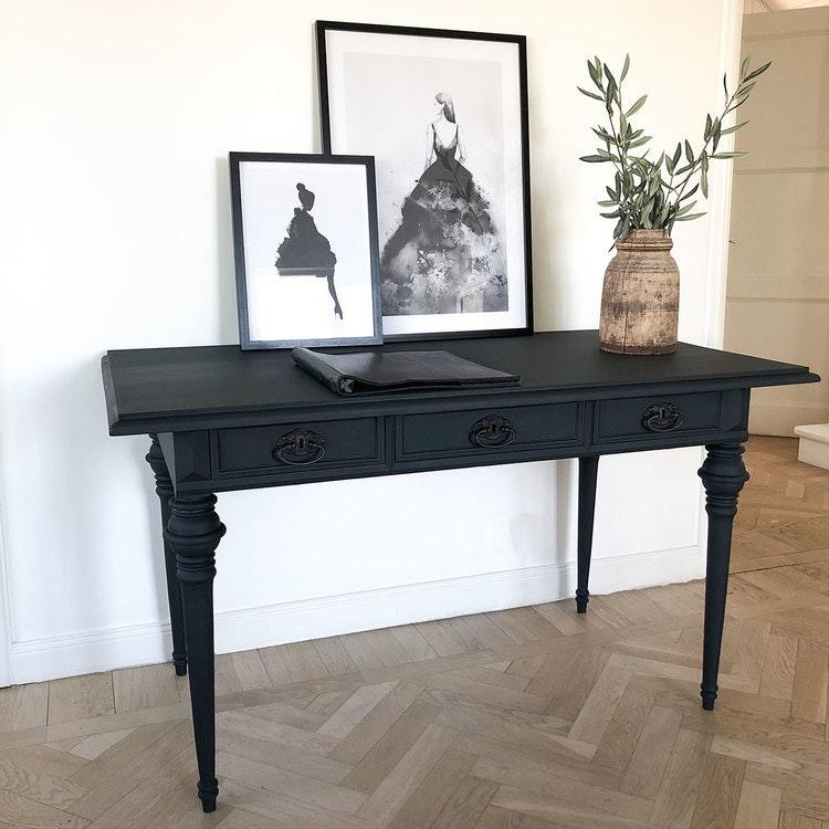 Antikt skrivbord i svart
