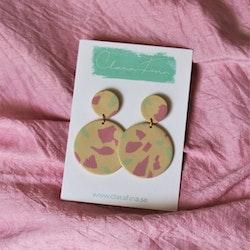 Dubbelprick rosa, grön, gul terrazzo