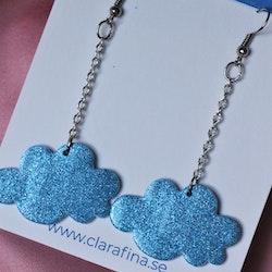 Litet glittermoln i kedja blått glitter