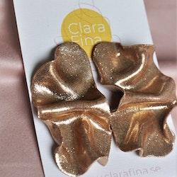 Satin M guldglitter