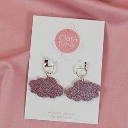 Små rosa glittermoln på silvrig ring