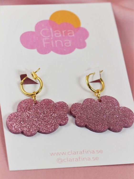 Små rosa glittermoln på guldig ring