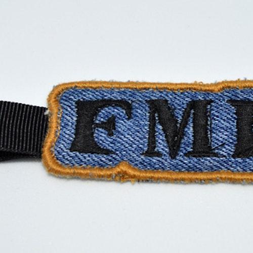 Broderad nyckelring - FML -