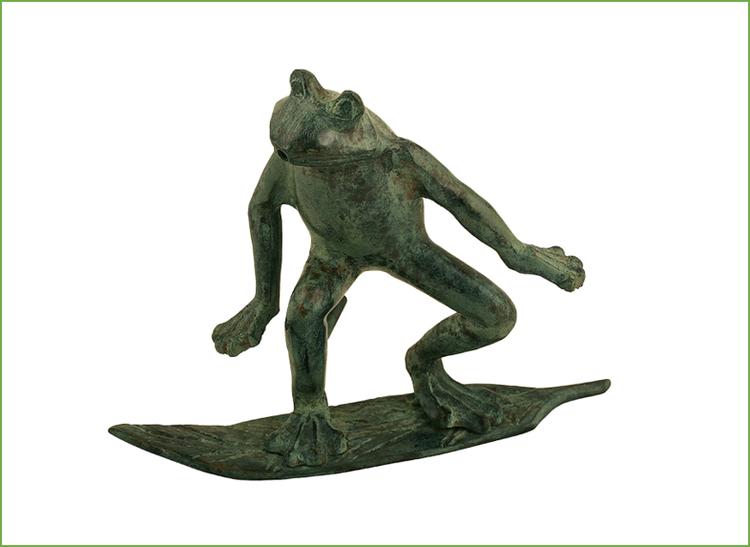 Fontän, groda i brons, surfande på blad, höjd 16 cm