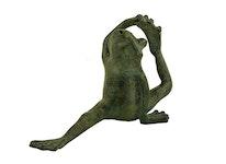Fontän, groda gjord i brons, sittande böjer bakbenet