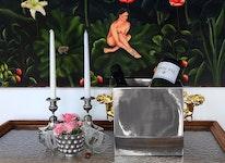 Champagne- och vinkylare i tenn med förgyllda lejon, design Fredrik Strömblad
