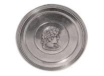Coaster i tenn med Athena medaljong i mitten, från Munka Sweden