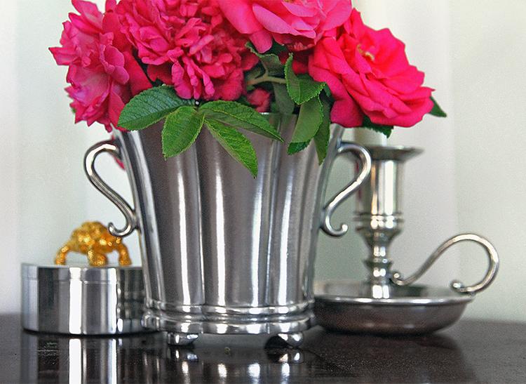 SIGNE, klassisk, mindre vas i tenn för blommor, i tenn
