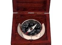 Kompass i mässing inklusive träask