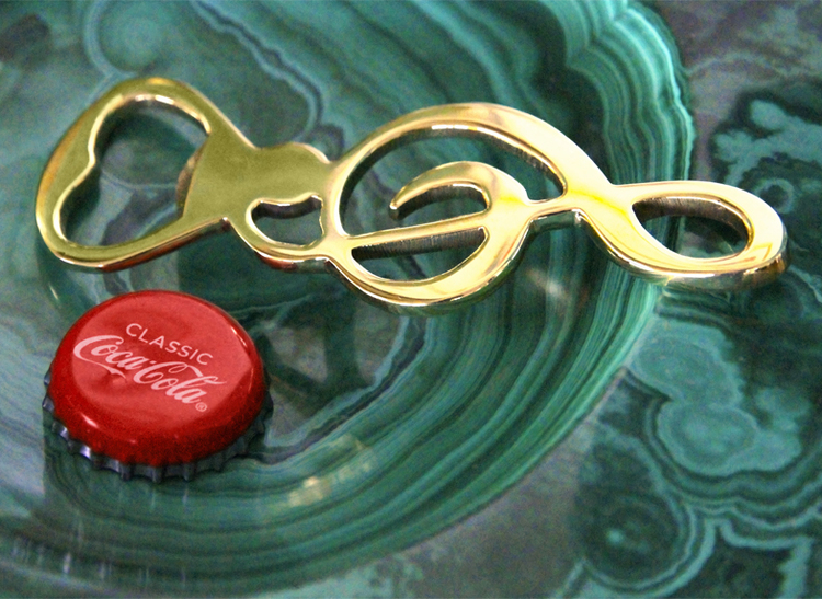Flasköppnare i form av notnyckel