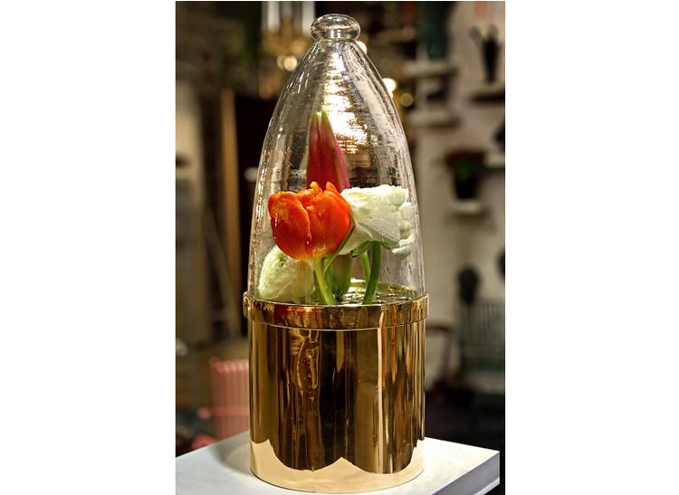 Blomvas med glaskupa