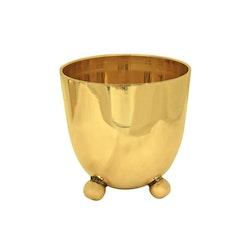 Liten hög skål i klassisk Gusums Messing design på kulfötter