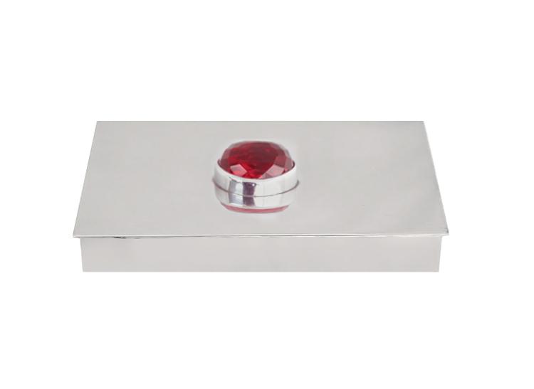 Skrin i tenn med stor röd sten på locket, rektangulär