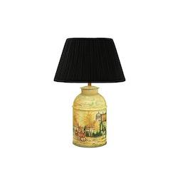 Lampa, rund, 46 cm, handmålad, engelskt bymotiv, i plåt