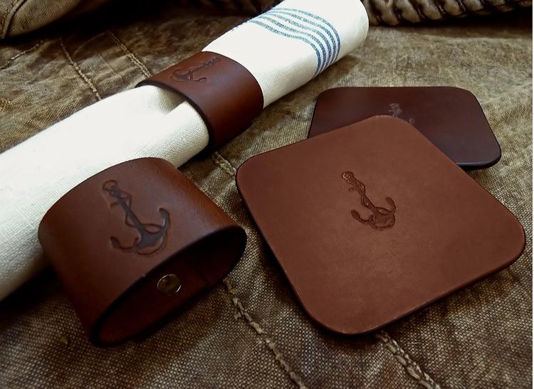 Servettring i läder med ankarmotiv