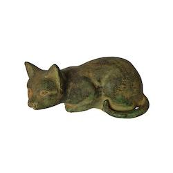 Katt i brons, liggande, 22 cm, sandbrun