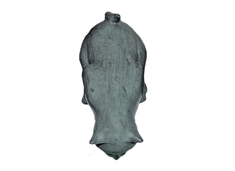 Katt i brons, nyfiken, 15 cm, stående över kant, grönblå