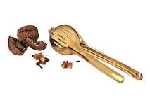 Nötknäckare för valnötter från Gusums Messing