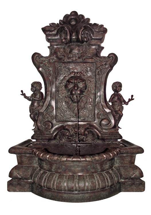 Fontän, vägg med lejon och keruber, gjord i brons