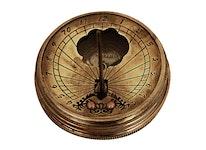 Kompass och solur i antikiserad mässing, inkl träask, 5 cm diameter, 17 mm, 80 g
