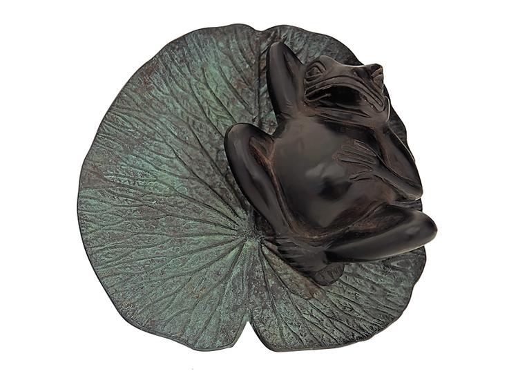 Groda, liggande på näckrosblad, i brons, 21 cm, brun