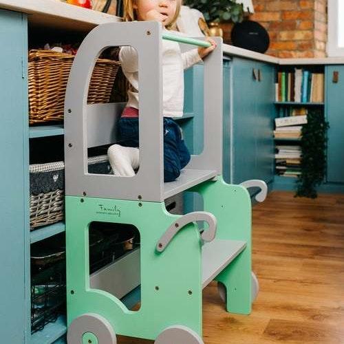 Kökspall för småbarn / bord och pall allt i ett