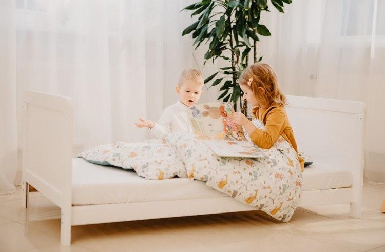 Barnsäng med madrass