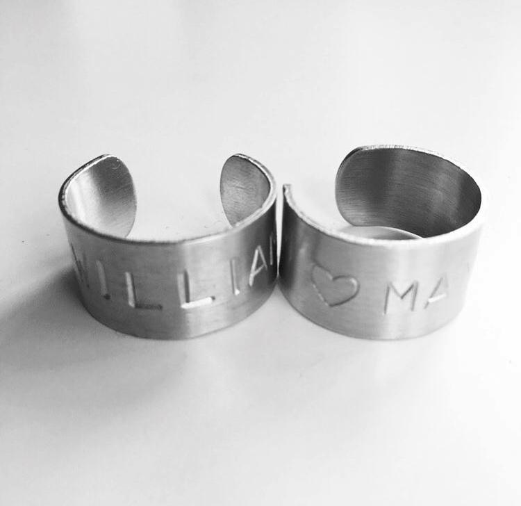 "Ställbar fingerring ""Kim"" i aluminium"
