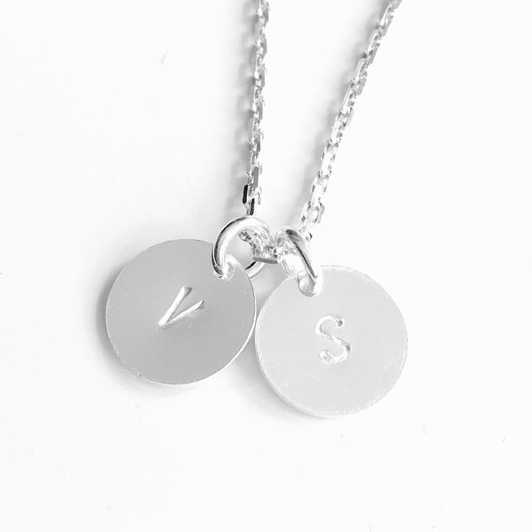 "Halsband ""Silvia"" i silver med bricka"