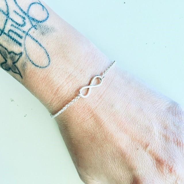 Armband Infinity i silver