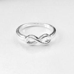 "Fingerring ""Infinity"" i 925 silver"