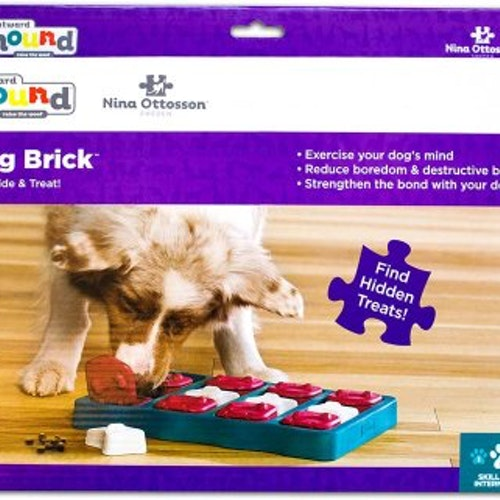 DOG BRICK PLAST