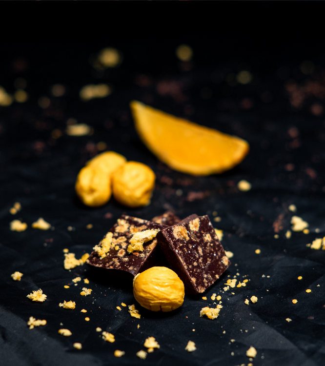 A FRESH YELLOW GOOD CHOCOLATE, SOCKERFRI - APELSIN & PHYSALIS 90 GRAM