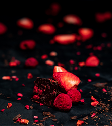 A BERRY GOOD CHOCOLATE, SOCKERFRI  - HALLON & JORDGUBBAR 90 GRAM