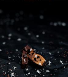 A BERRY GOOD SALTY CHOCOLATE, HALLON, JORDGUBBAR & RÅLAKRITS 90 GRAM